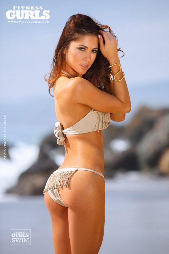 Arianny-Celeste-In-a-bikini--08-720x1080