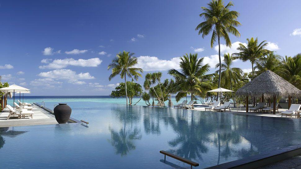 Four-Seasons-Resort-Maldives-at-Landaa-Giraavaru