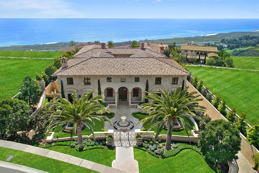 Magnificent crystal cove mansion in newport coast for The cove house