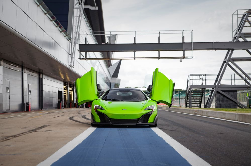 THE McLAREN 675LT mean green machine beast racecar super car hypercar lime track (1)