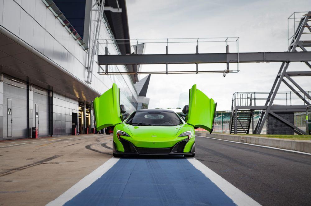 THE McLAREN 675LT mean green machine beast racecar super car hypercar lime track (1)