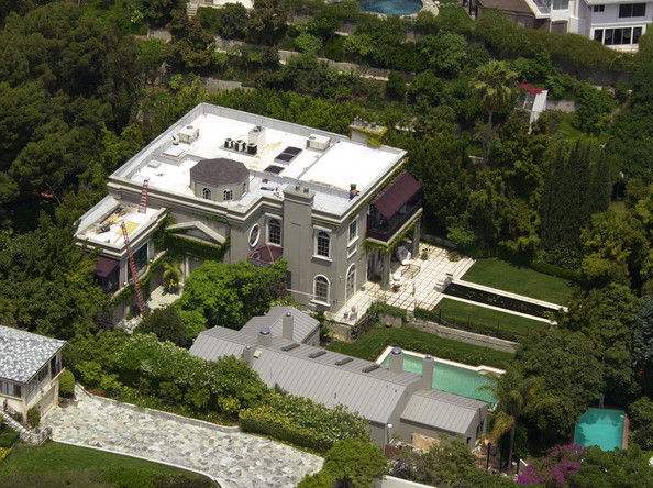 Sharon stone mansion trouble ruf lyf for Celebrity home tours beverly hills